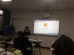 Studenti prezentující PPT na téma české pivo